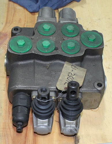 Walvoil SD18/2-P Hydraulic Valve Assembly